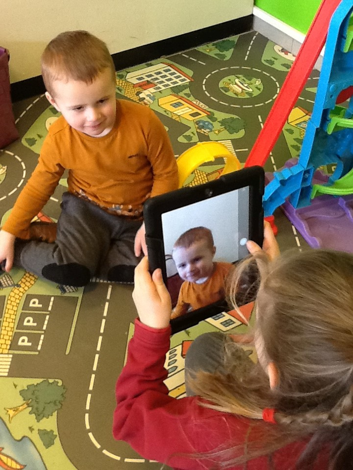Integratie 1B – kleuters juf Carolien – dansen en gekke foto's met iPads