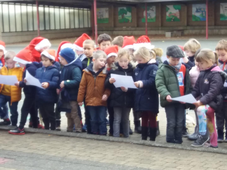Kersthappening 1ste leerjaar met de oudste kleuters