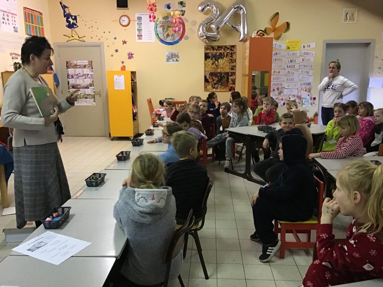 Noëlle Elpers op bezoek in het tweede leerjaar