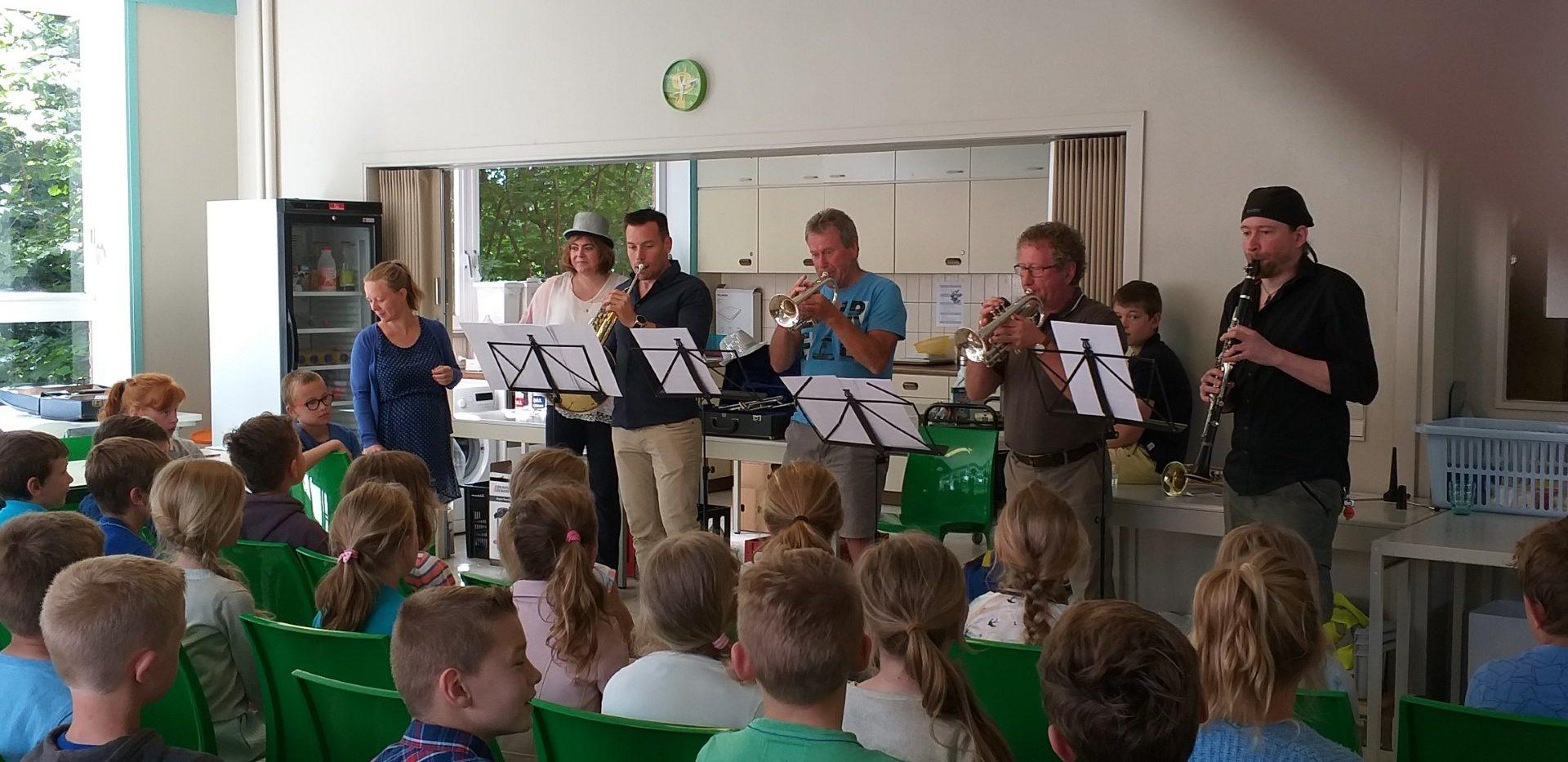 Harmonie op bezoek in 3de leerjaar